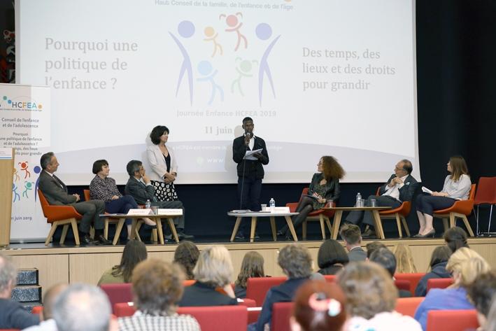 Pourquoi une politique de l'enfance et de l'adolescence ?  Des temps, des lieux et des droits pour grandir