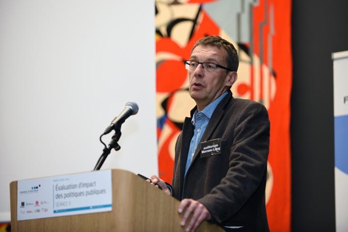 Quelle place des chercheurs dans l'évaluation des politiques publiques ? Le cas de la politique de l'emploi