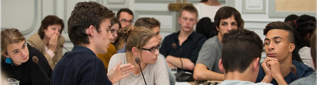 Les jeunes sont-ils sacrifiés par la protection sociale ?
