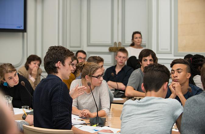 Débat avec les jeunes - Investir dans le redressement économique
