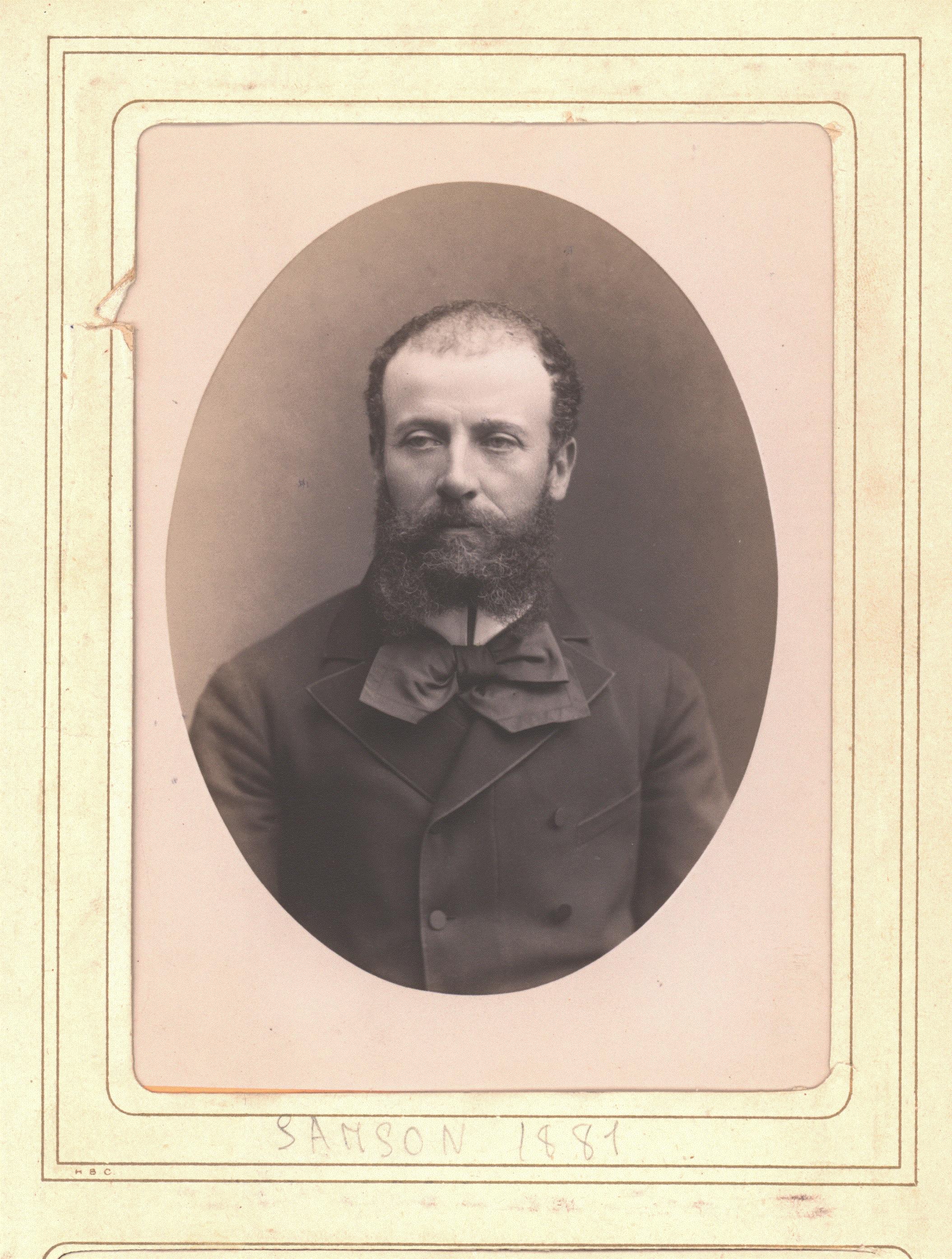 Ernest Sanson, 1881. Photographie extraite du recueil de photographies d'architectes admis à la S. C. entre 1880 et 1884.© Collections Académie d'architecture, Paris.