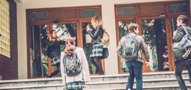 Élèves, professeurs et personnels des collèges publics sont-ils équitablement répartis ?