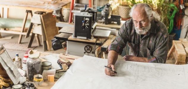 Qui travaille après 65 ans ?